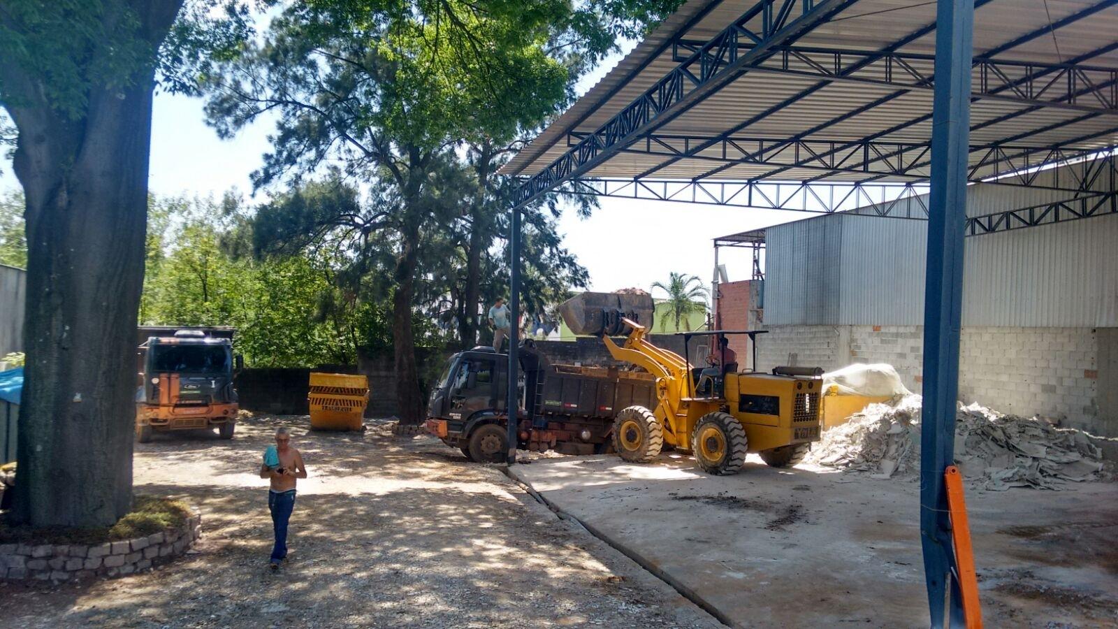 Procuro Retirada de Terra de Terreno em São Bernardo Novo - Limpar Terreno